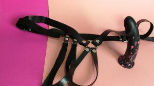 Bs atelier harness basic en alex noise black dildo