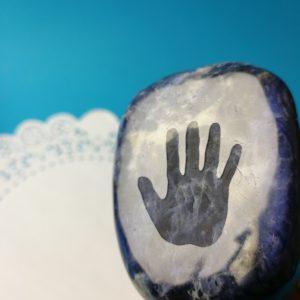Cavegirl rock hard stenen dildo