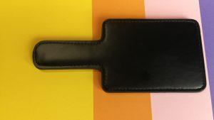 Meo metalen polsboeien en kleine spanking paddle