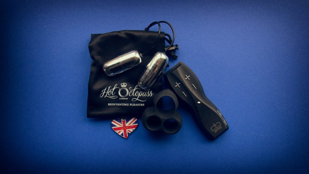 Hot octopuss jett featured image showing the complete set and a british flag pendant