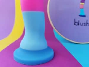 Close-up van het onderste stuk van de blush avant d1 hot 'n' cool dildo