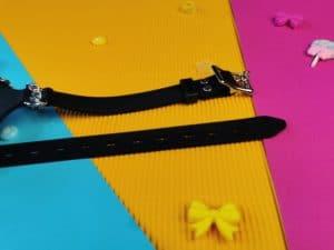 De bandjes van de master series pie hole silicone feeding gag.