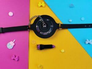 De master series pie hole silicone feeding gag met een lipstick er voor om te laten zien hoe groot de gag is
