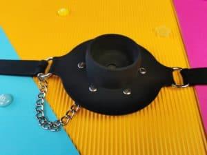 De achterkant van de master series pie hole silicone feeding gag