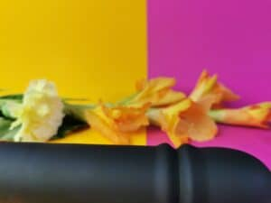 Close-up van de schacht van de mae b pulse one. Je ziet net onder de top de rimpels, waar de toy uit kan schuiven.